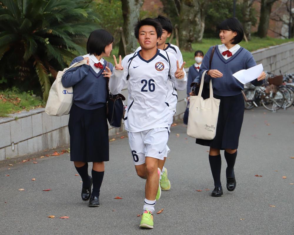 強豪・京都橘高校サッカーの練習に密着!(24枚)
