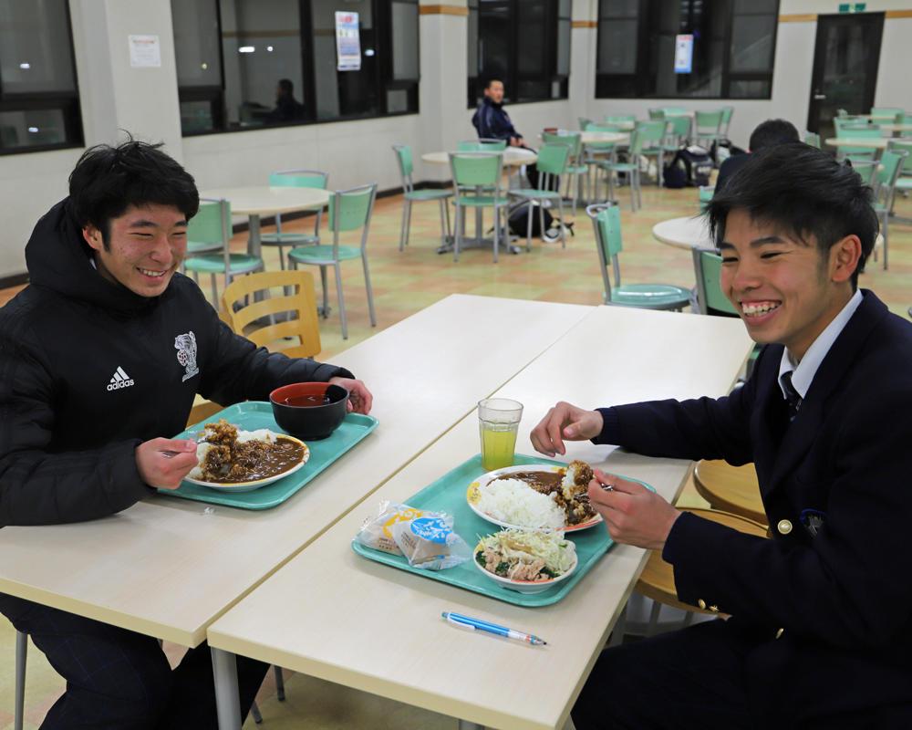 【2019シーズン始動!】近江サッカー部の寮生の一日!「誕生日は希望のスペシャルメニューをみんなで食べる!」