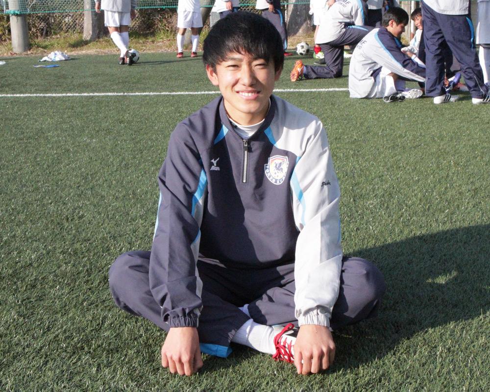 東久留米総合高校サッカー部の郷家天眞は、どんなスパイク履いてるの?