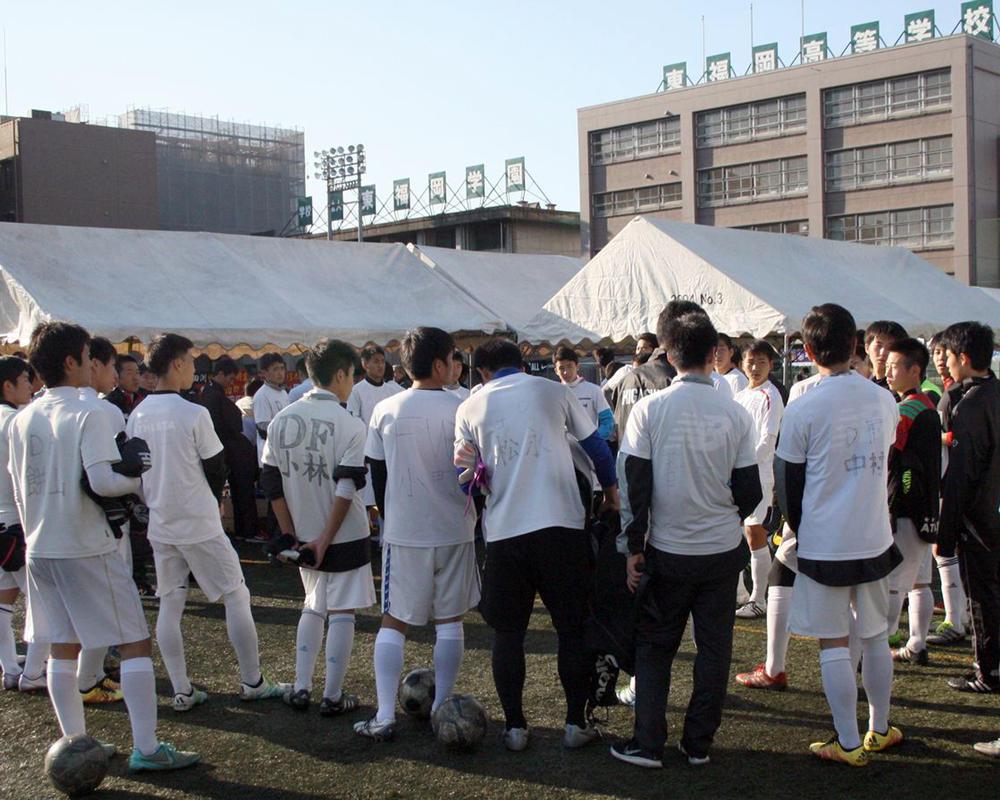 東福岡高校サッカー部あるある「部員が約300人もいるので挨拶されても『あれっ、サッカー部かな』と思うことが年中」