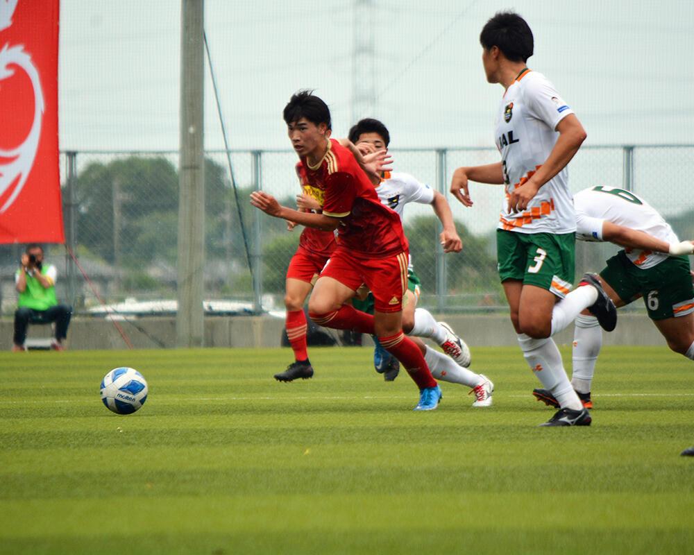 【2021年 始動!】千葉の強豪・流通経済大付属柏高校サッカー部|エースストライカー・川畑優翔の誓い「ゴール、アシスト、ゲームメイクができるFWになりたい」