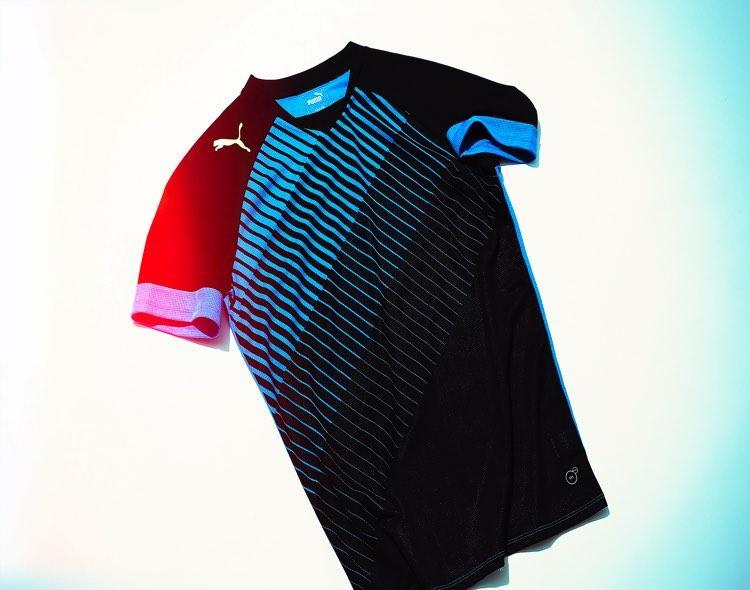グラフィックと吸汗速乾機能がリンクしたユニークなシャツ