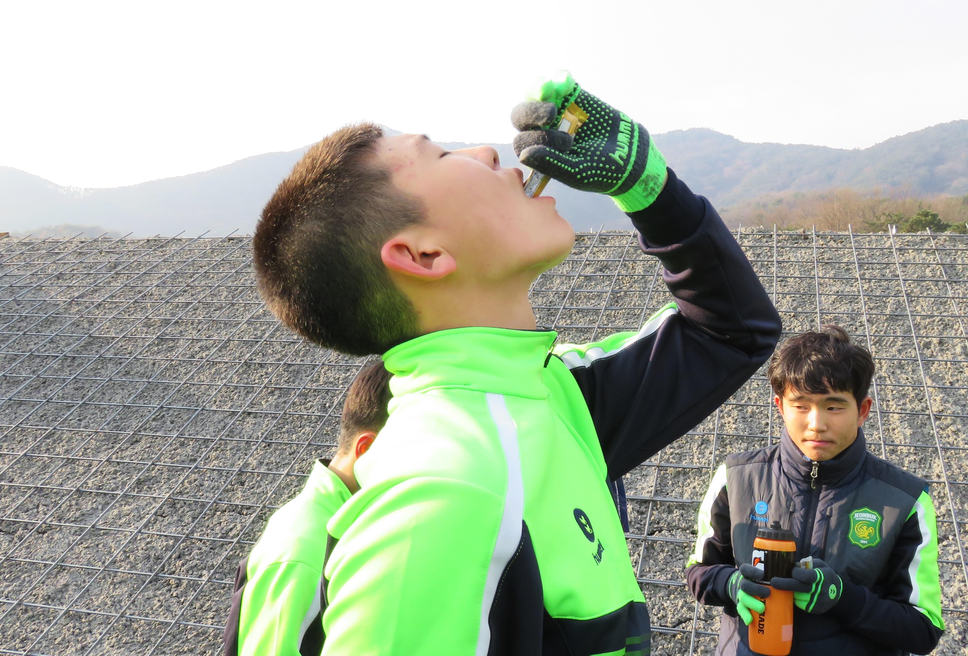 連戦の疲れからも素早いリカバリーを!日韓の高校生たちが実感したアミノ酸のチカラとは?